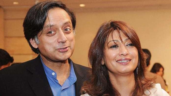 शशि थरूर पत्नी सुनंदा के साथ