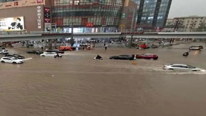 चीन बाढ़ हेनान प्रांत झेंग्झाऊ