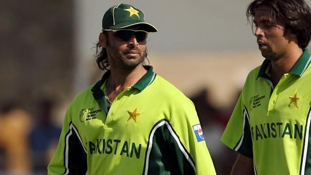 mohammad asif and shoaib akhtar fight