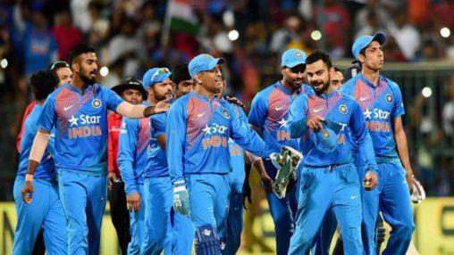 Image result for dhoni ka टीम के खिलाड़ियों से आपसी तालमेल नहीं