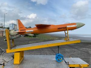 Read more about the article DRDO: लड़ाकू ड्रोन 'अभ्यास' का हुआ सफल परीक्षण, राजनाथ सिंह ने दी बधाई