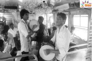 Read more about the article मुंबई की लोकल गाड़ियों में गाना लोक गायकी का अनोखा अंदाज