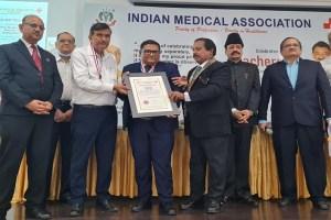 Read more about the article डॉक्टर रवि डोसी को मिला स्वर्ण पदक और अवार्ड।