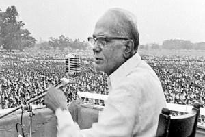 Read more about the article इंदिरा गांधी सरकार के भ्रष्ट्राचार पर जय प्रकाश नारायण ने उठाई थी आवाज