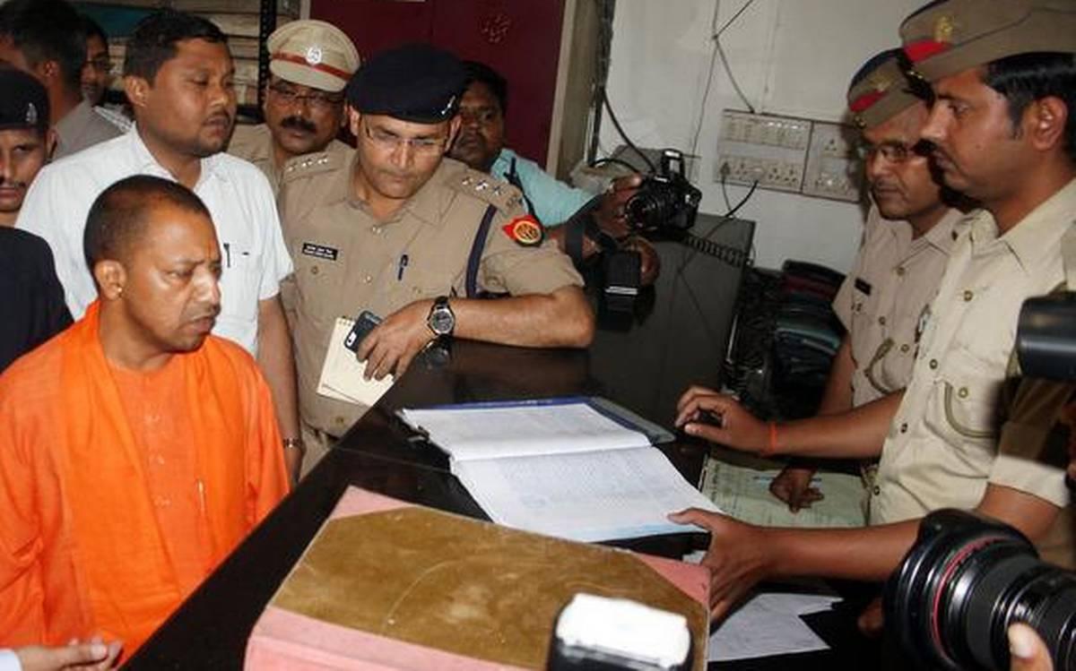 Kanpur Encounter: 8 पुलिसकर्मियों के शहीद होने पर मुख्यमंत्री योगी आदित्यनाथ ने संभाली कमान, कही ये बात