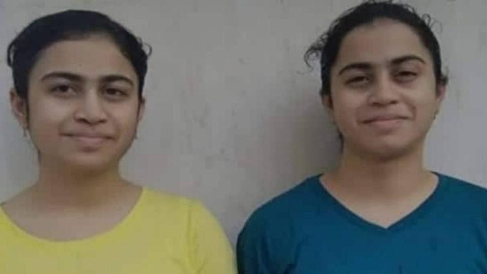 जुड़वां बहनों के सीबीएसई में आए समान अंक, अब दोनों ने बताया संयोग