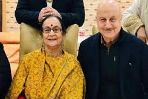 बच्चन परिवार के बाद अनुपम खेर के परिवार को भी कोरोना, मां और भाई समेत 4 लोग पॉजिटिव
