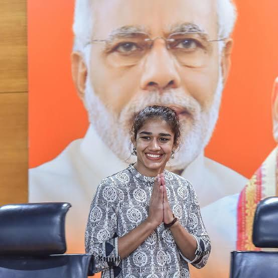 भाजपा की हमेशा तारीफ़ करने वाली बबिता फोगाट ने इस बार प्रधानमंत्री नरेंद्र मोदी के लिए कह दी ये बड़ी बात