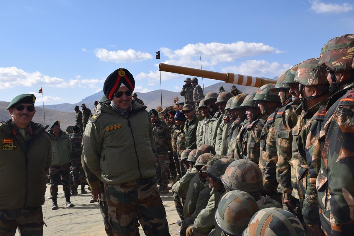 भारतीय सेना के 30 हजार जवानों को लद्धाख में किया गया तैनात, सहमा चीन