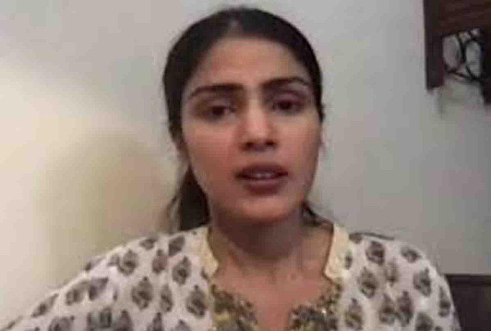 पूछताछ के दौरान सहयोग न करने पर आईपीएस ने रिया चक्रवर्ती को जड़ा तमाचा!
