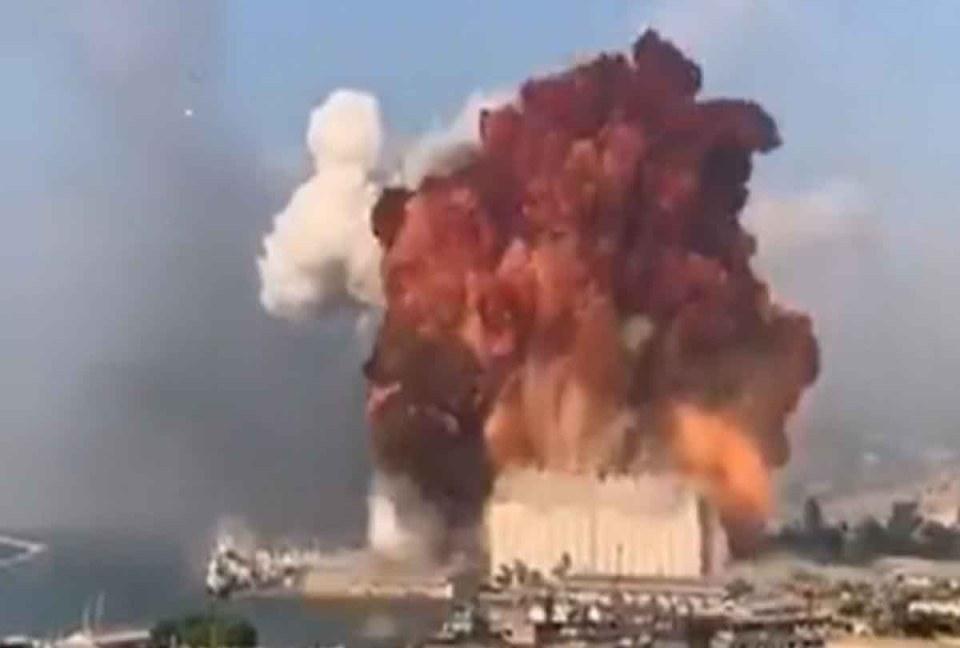 लेबनान के बेरूत पोर्ट पर विस्फोट, 100 की मौत, 3000 से अधिक लोग घायल, अब तक उठ रहा धुँआ