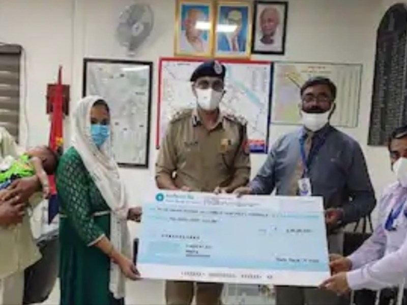 बिकरू कांड में शहीद पुलिसकर्मियों के परिवारों को मिली 30-30 लाख की आर्थिक मदद