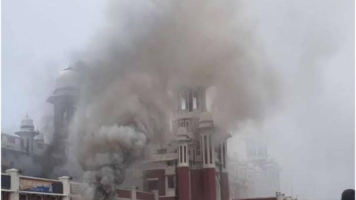 लखनऊ के चारबाग में लगी आग, Atm जलकर हुए ख़ाक, लाखो का नुकसान