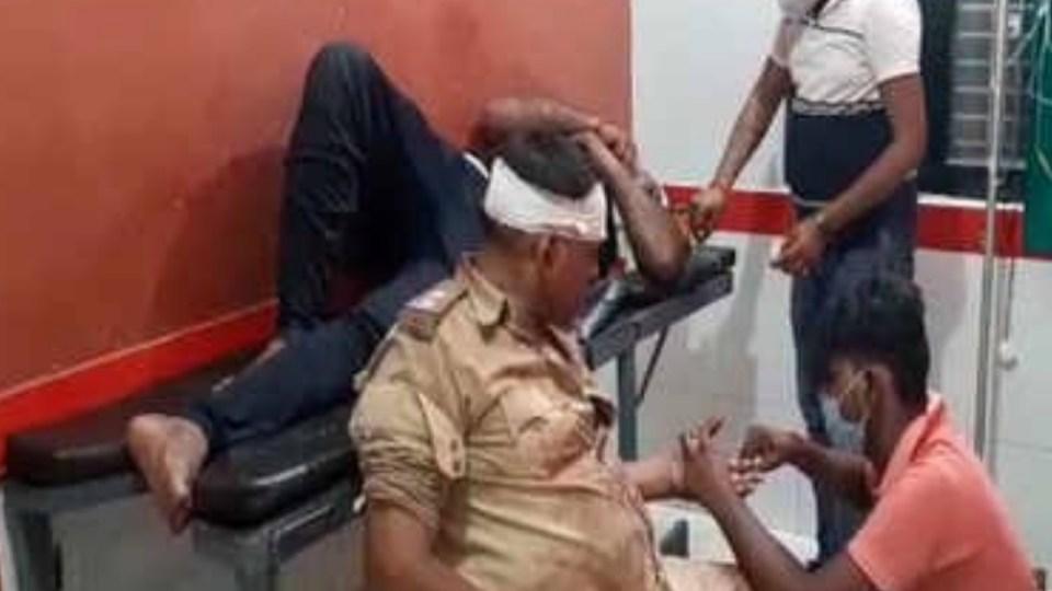 कौशांबी में पुलिस के साथ हुआ बिकरू जैसा कांड, दो पुलिसकर्मी हुए घायल