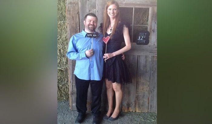 लंबी हाइट वाली इस लड़की ने चुना बोना पति, अब दूसरे लोग दे रहे शारीरिक सम्बंध बनाने का ऑफर