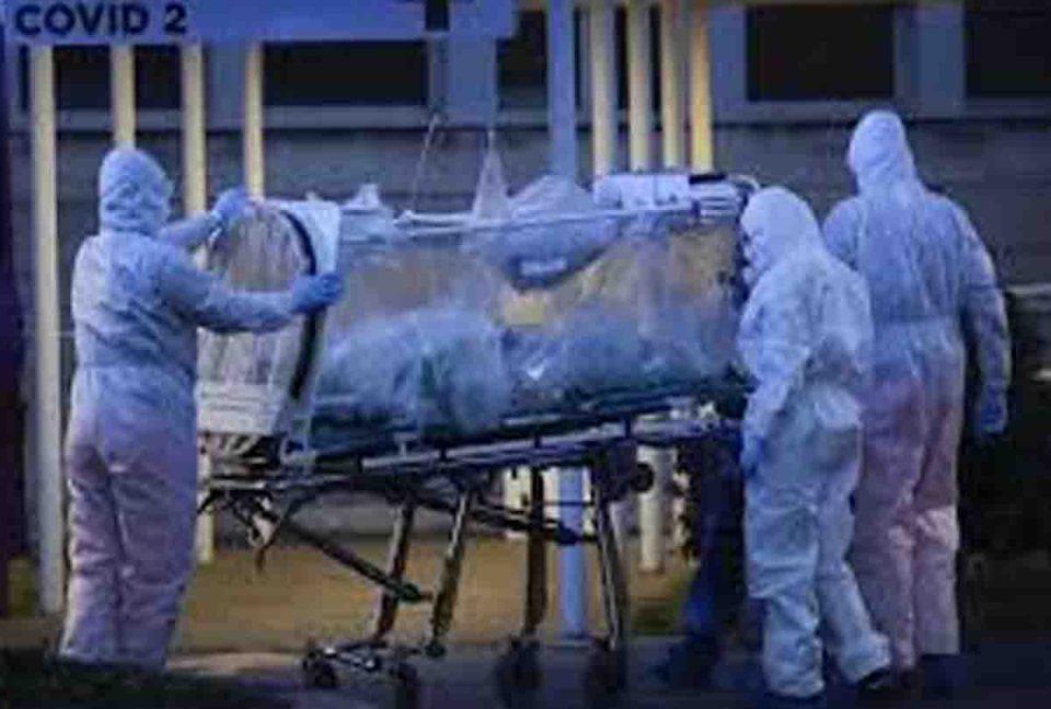 देश में कोरोना संक्रमण हुआ बेकाबू, महाराष्ट्र में हर 3.4 मिनट पर हो रही है एक मौत