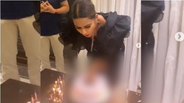 बर्थडे केक की वजह से ट्रोल हुई निया शर्मा, लोगों ने कहा 'बेशर्म&Quot;