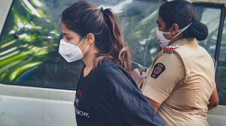 न तकिया न बेड और न ही पंखा... जानें कैसे कट रहे हैं जेल में सुशांत की गर्लफ्रेंड रिया चक्रवर्ती के दिन-रात