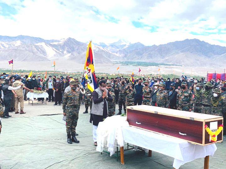 भारत-चीन बॉर्डर पर शहीद हुए स्पेशल फ्रंटियर फोर्स के कमांडो नईमा तेनजिंग का सैन्य सम्मान के साथ अंतिम संस्कार