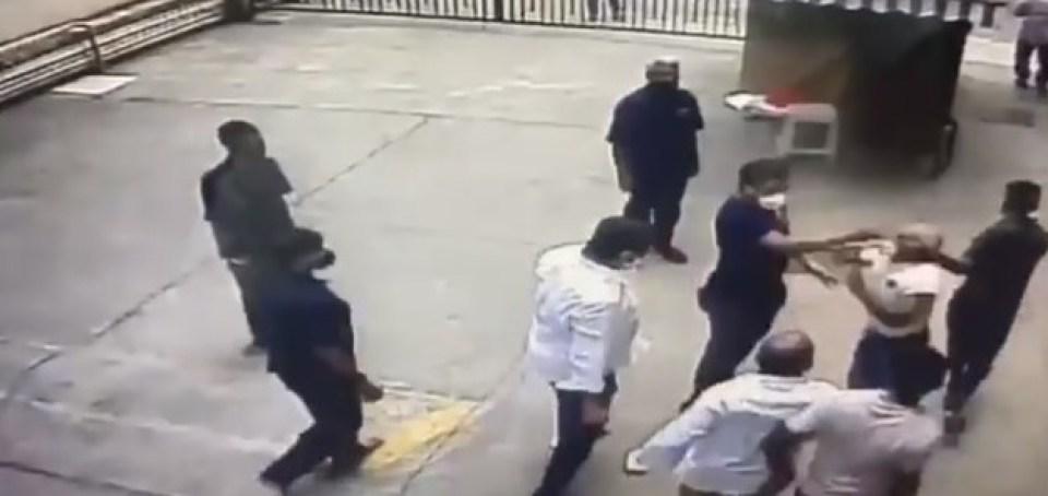 शिवसेना की गुंडागर्दी भारतीय नौसेना के अधिकारी की सरेआम पिटाई