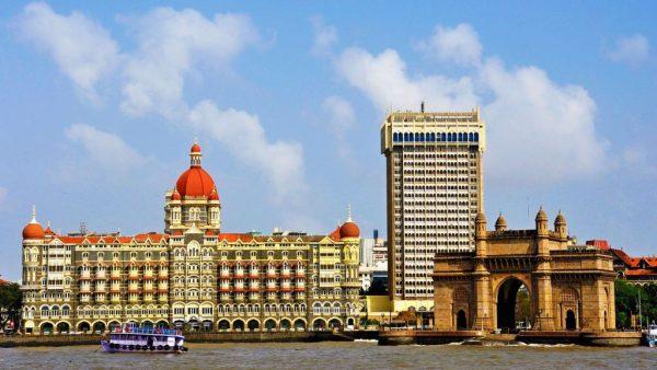 मुंबई के 'ताज होटल' में काम करने वाले वेटर को मिलती है इतनी सैलरी जानकर रह जाएंगे दंग