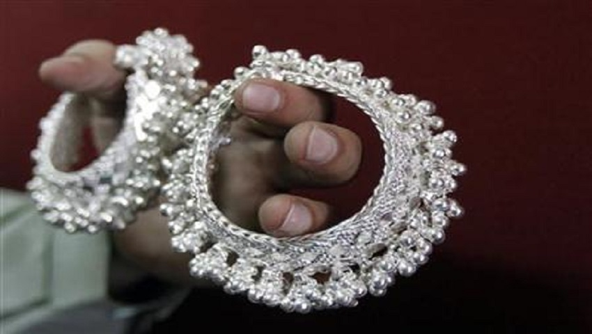 Gold Price 25 October: 5000 टूटा सोना, अब मात्र इतने में मिल रहा है 1 तोला गोल्ड