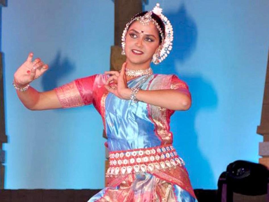 हेमा मालिनी की बेटी इस एक्टर के प्यार में थी दिवानी, आज वो अभिनेता है सुपरस्टार