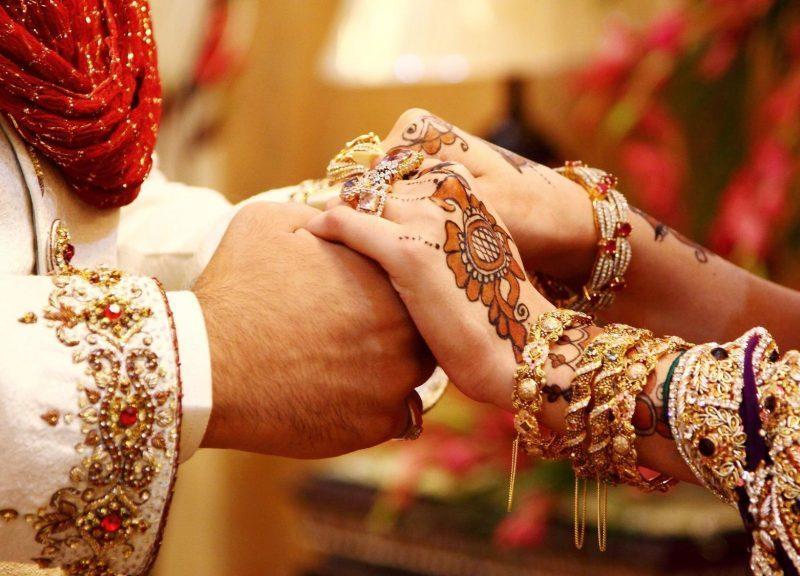 अक्षय की सास से लेकर रणबीर की मम्मी तक इन एक्ट्रेस ने कम उम्र में ही कर ली थी शादी