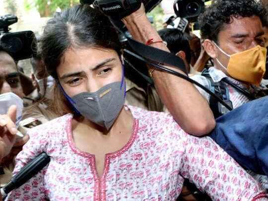 हत्या का एंगल खत्म होने के बाद क्या अब रिया को मिलेगी जमानत? वकील ने दिया ये तर्क