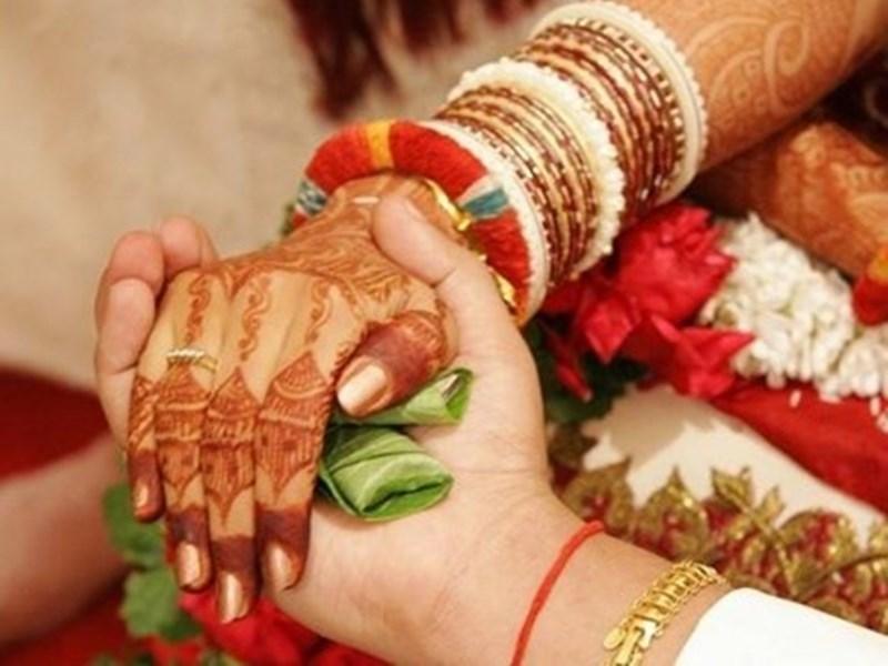 इस राज्य की सरकार उन लोगो को दे रही है हजारो का इनाम , जो कर रहे अपने मन पसंद की शादी