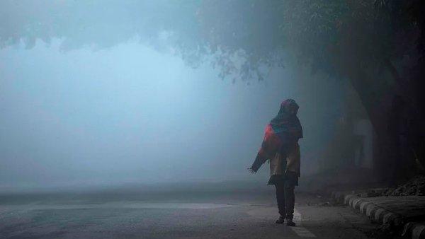 Weather: कश्मीर, दिल्ली समेत इन राज्यों में कड़ाके की ठंड, जानिए देश भर के मौसम का हाल