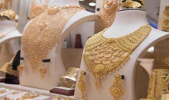 Gold Price Today: दिवाली में गिरे सोने के दाम, अब मात्र इतने में मिल रहा 1 तोला