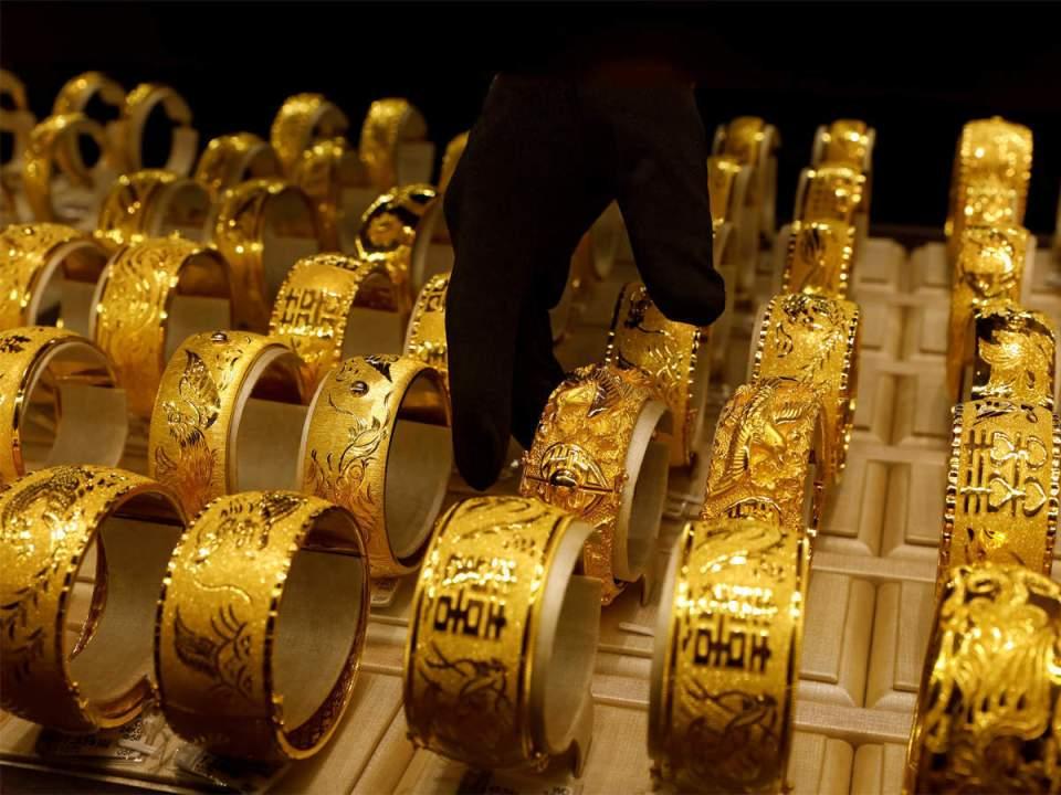 Gold And Silver Latest Prices: धनतेरस से पहले सोना- चांदी की कीमतों में बड़ी गिरावट, अब सिर्फ इतने में मिल रहा 1 तोला