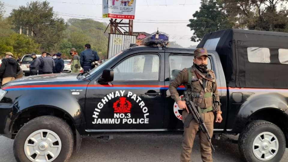 नगरोटा मुठभेड़: आतंकियों नेगोला बारुद से भरे ट्रक को बंकर बना रखा था, सेना ने 4 को किया ढेर, Dgp ने पाकिस्तान की बताई साजिश