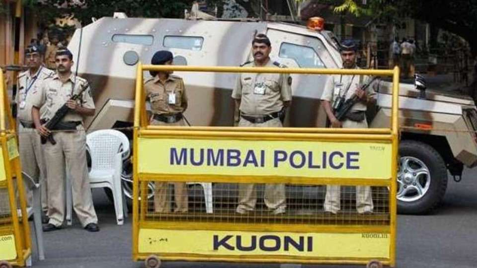 दिल्ली में लगा 2 दिन का कर्फ्यू, किसी भी जगह 5 से अधिक लोग नहीं हो सकते इकट्ठा