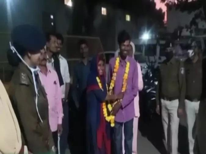 सगाई के बाद नहीं हो रही थी शादी, घर से भागा जोड़ा पुलिस ने पकड़ा फिर आगे हुआ ये...