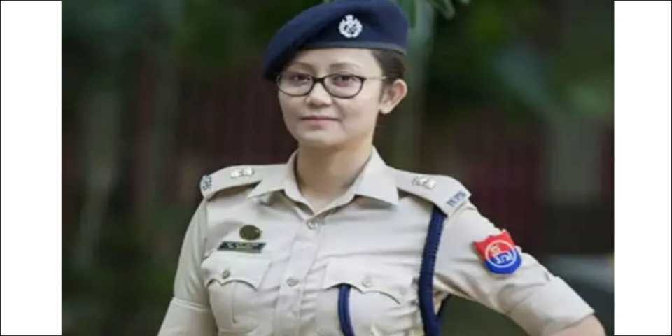 ड्रग्स केस में आरोपी बीजेपी नेता को मिली क्लिन चिट, महिला पुलिस अफसर ने लौटाया वीरता मेडल