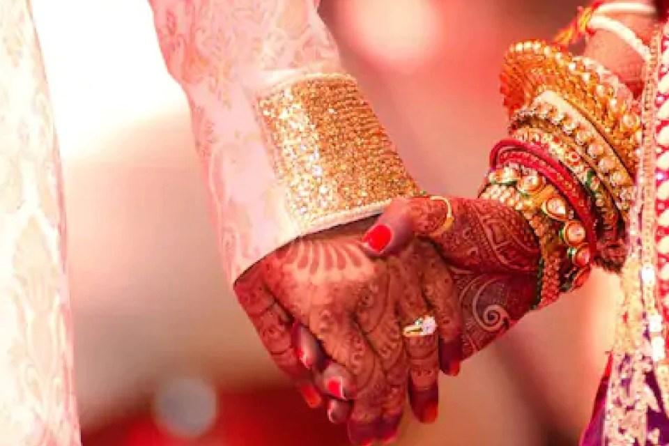 किराए के घर में पति पत्नी बन रह रही थी युवतियां, इस तरह फूटा भांडा