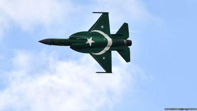 पाकिस्तान का नया Jf-17 थंडर ब्लॉक-थ्री, भारत के राफेल को दे पायेगा टक्कर, जानिए