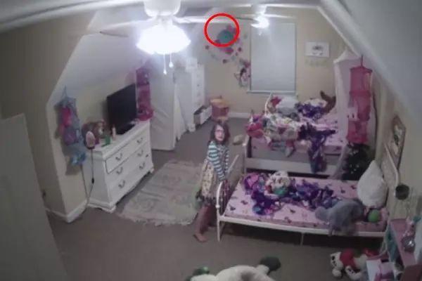 बेटी के बेडरूम में माँ ने कैमरा लगाया, फिर कुछ ऐसा दिखा कांप गई रूह