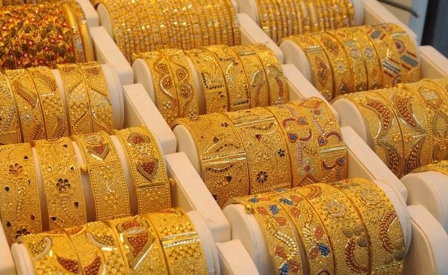 Gold Price Today: सोना-चांदी की कीमतों में आया उछाल, आज इस भाव में मिलेगा गोल्ड