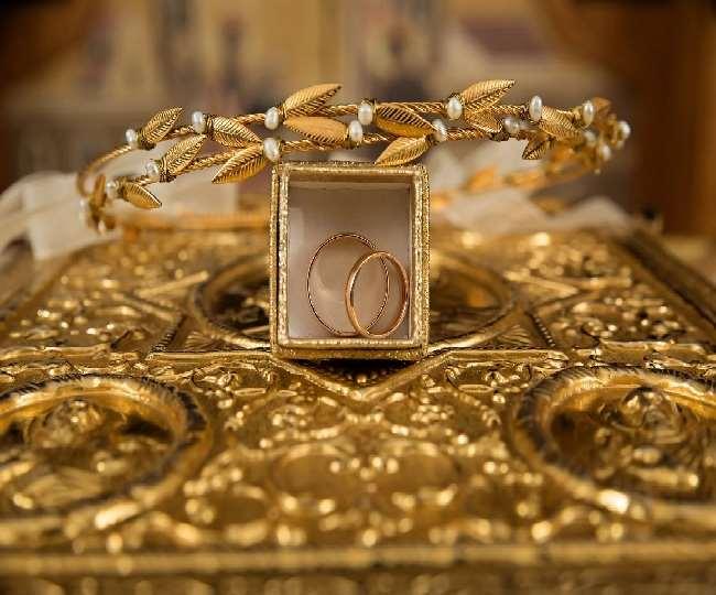 Gold Price: रिकॉर्ड हाई से अब भी 7600 रुपये सस्ता है सोना, जानें इस महीने अब तक कितना हुआ है सस्ता
