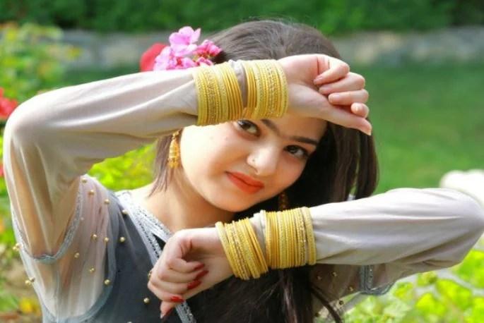 14 साल की ये अफगानिस्तानी लड़की है बला की खूबसूरत, तस्वीरें देखते रह जायेंगे आप