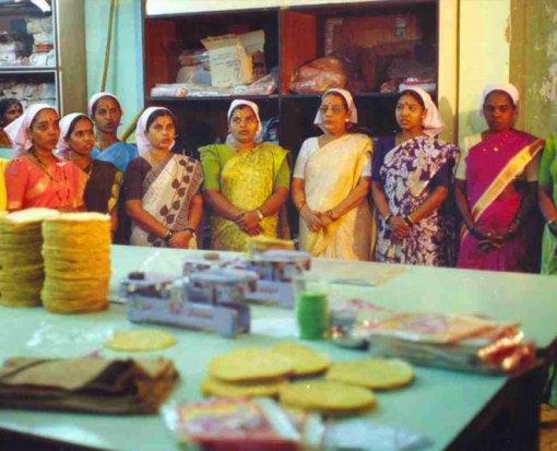 80 रूपये उधार लेकर इन 7 सहेलियों ने शुरू किया था लिज्जत पापड़ का बिजनेस आज 1600 करोड़ का है कारोबार