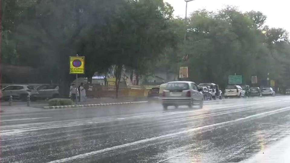 Weather Update: यूपी सहित इन राज्यों में भारी बारिश की चेतावनी, कई राज्यों में गिर सकती है बिजली, चेतावनी जारी