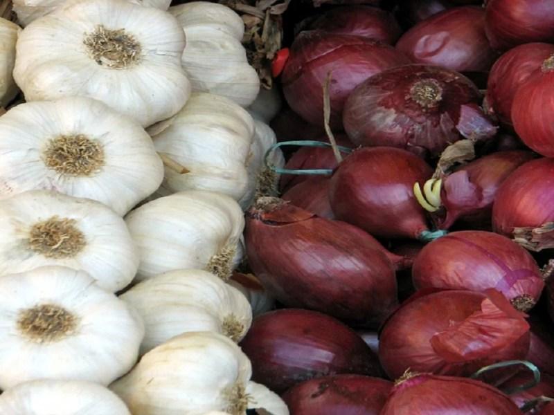 Garlic Price: प्याज की कीमतों में आई भारी तेजी के बाद जानिए क्या हैं अब लहसुन की नई कीमत
