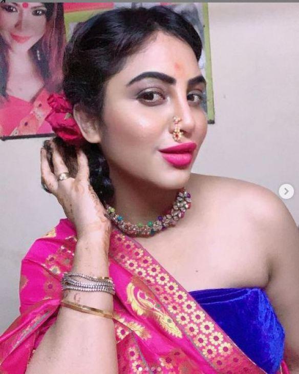 गणपति पूजा करने की वजह से Insta पर ट्रोल हुईं अर्शी खान, ट्रोलर्स वीडियो शेयर कर दिया जवाब