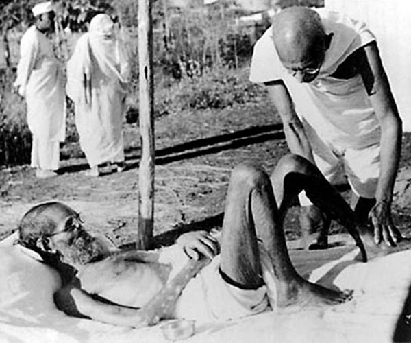 Gandhi treats Sastri