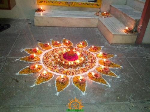 Diwali rangoli with diyas