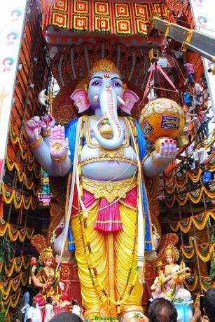 Trishaktimaya Moksha Ganapathi Khairatabad Ganesha 2015 3